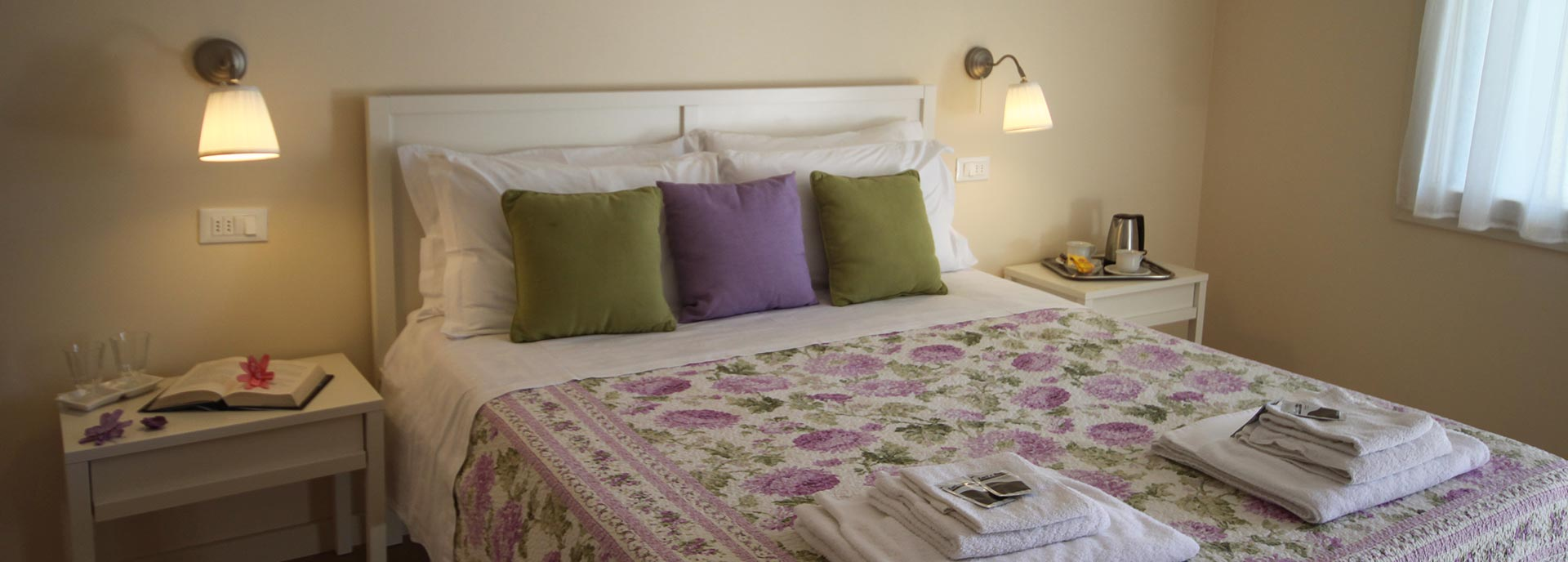 Letto matrimoniale nel Bed and Breakfast RedHouse