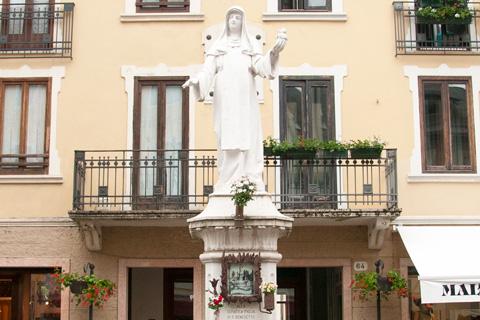 Statua della Beata Giovanna ad Asiago